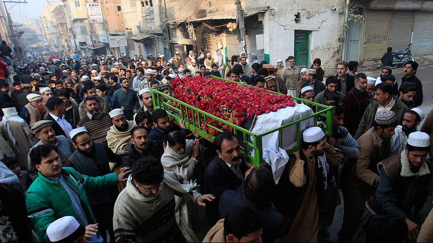 تشيع جثامين ضحايا هجوم بيشاور