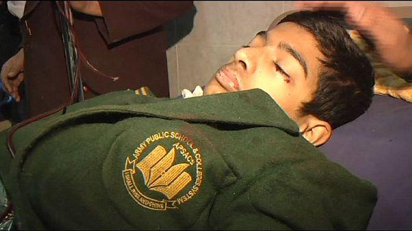 A urgência depois do massacre numa escola do Paquistão