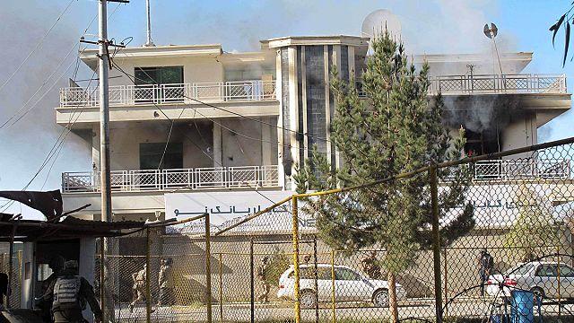 Afganisztán: tálibok megtámadtak egy bankot