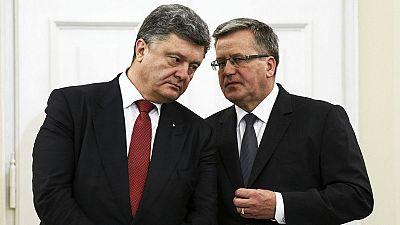 Ucrânia: governo e separatistas reatam negociações este domingo num clima de desconfiança