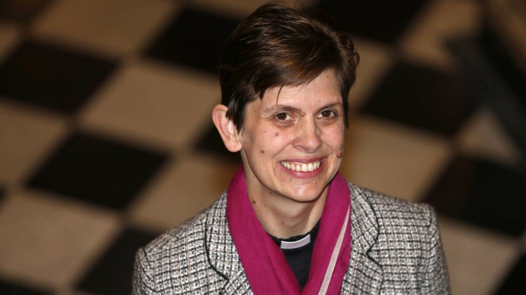 İngiltere'nin ilk kadın piskoposu seçildi