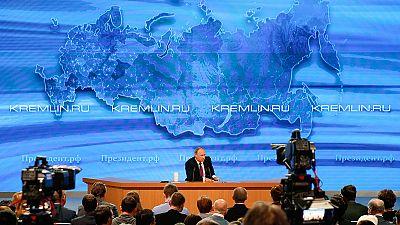 Vladimir Poutine, serein mais incisif face à plus d'un millier de journalistes