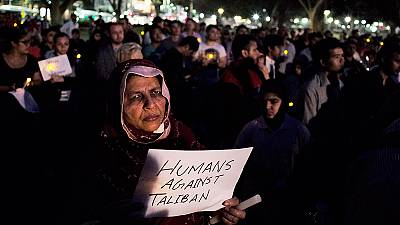 Pakistán investiga la matanza de Peshawar y ejecutará a condenados por terrorismo por primera vez desde 2008