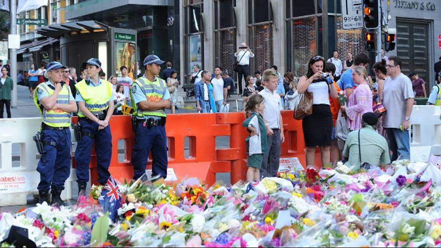 Families of Sydney cafe siege victims visit the scene