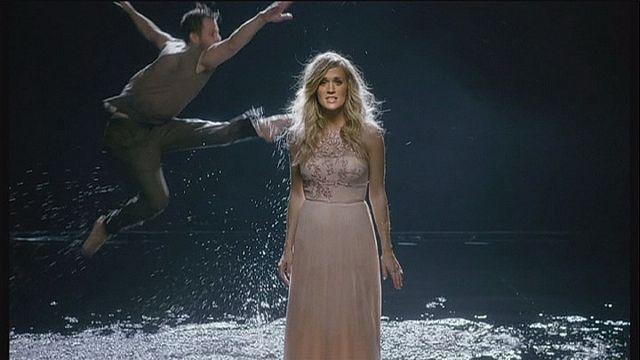 Carrie Underwood'un sevenlerine bir sürprizi var