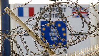 اعتراض به ساخت دیواری در بندر کاله در مبارزه با مهاجرت غیرقانونی به بریتانیا
