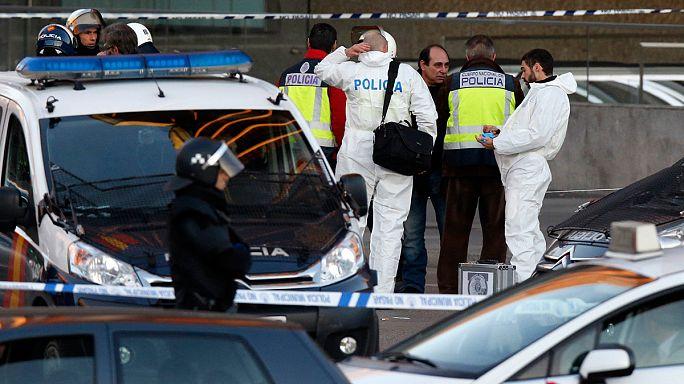 Madrid: autóval belehajtott a kormányzó párt székházába egy férfi
