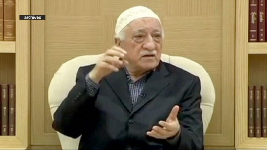 Turquia: Tribunal solta editor de jornal com a mira apontada a Güllen