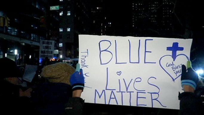 """""""Жизни синих имеют значение"""". В Нью-Йорке прошла акция в поддержку полиции"""