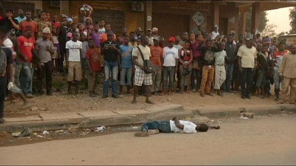 Сьерра-Леоне: толпа сомкнулась вокруг предполагаемой жертвы лихорадки Эбола