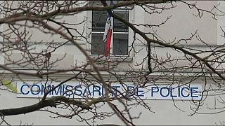 Франция: полиция выясняет, были ли исламистом напавший на участок