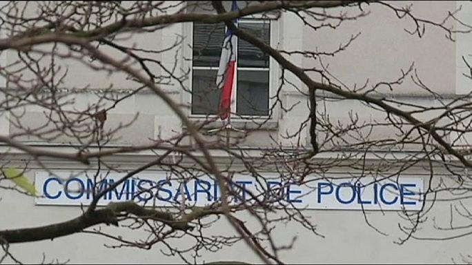 Késsel támadt egy dzsihadista francia rendőrökre