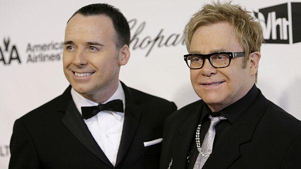 Házasságot kötött Elton John