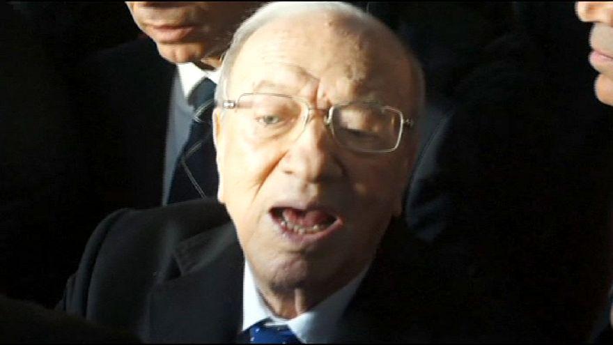 Cierran los colegios electorales en Túnez