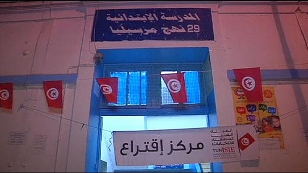 إنتهاء الانتخابات الرئاسية في تونس ،فيما تتواصل عملية الفرز