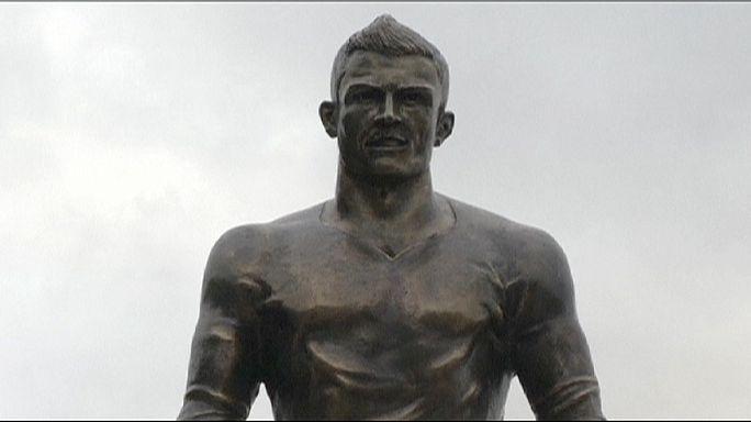 Cristiano Ronaldo inaugure une statue à son effigie à Madère