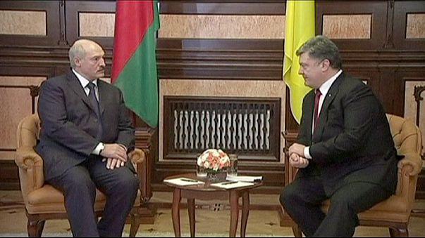 با دیدار لوکاشنکو از کی یف کامیونهای روسیه وارد شرق اوکراین شدند
