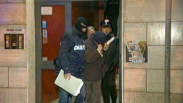 الشرطة الإيطالية تلقي القبض على 14 عنصراً  من النازيين الجدد ، بتهمة التخطيط لارتكاب اغتيالات سياسية