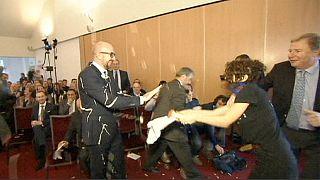 Le Premier ministre belge entarté à la mayonnaise et aux frites