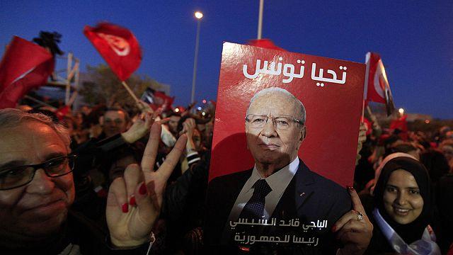 Tunus'ta Sibsi taraftarları seçim zaferini kutluyor