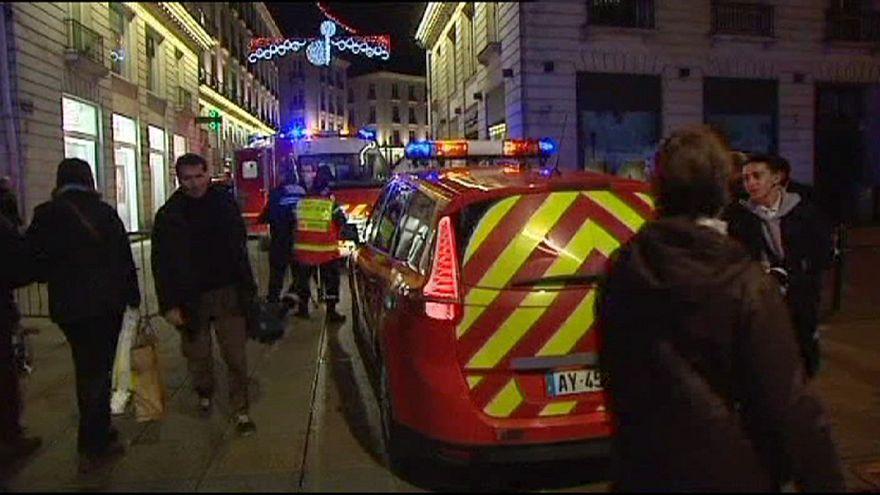 إصابة عشرة أشخاص إثر اقتحام رجل بسيارة سوقا لعيد الميلاد في فرنسا