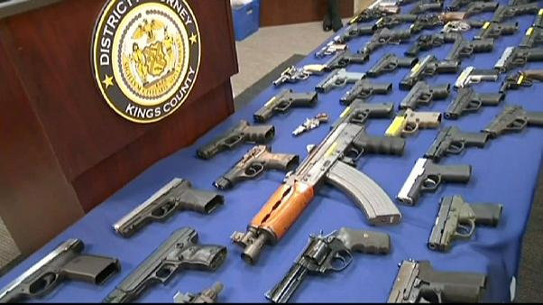 Scharfe Waffen im Flieger: USA decken Schmuggel auf