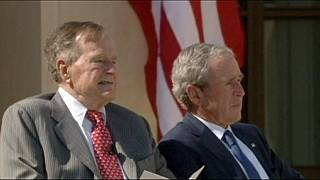 جورج بوش الأب في المستشفى