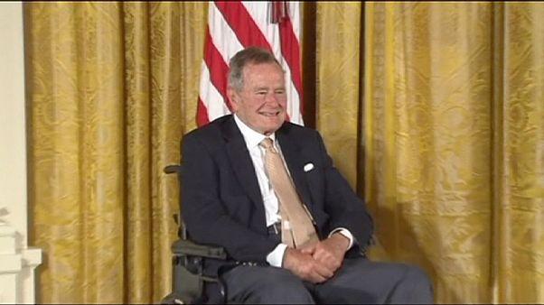 جرج بوش پدر به بیمارستان منتقل شد
