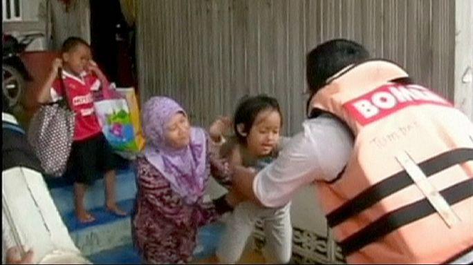 Tömeges kitelepítés Malajziában az árvíz miatt