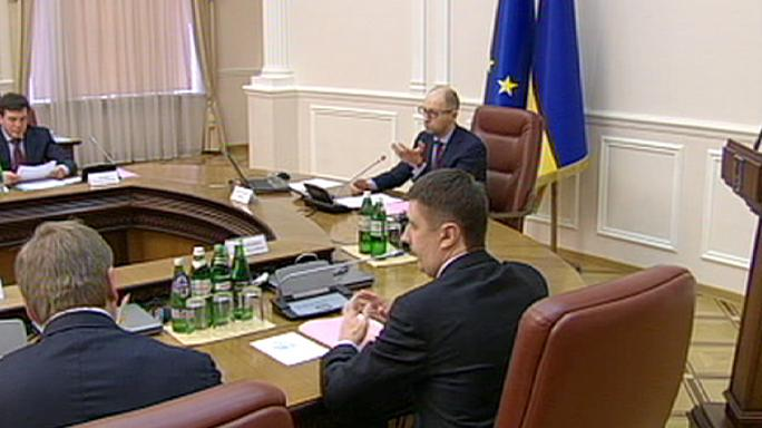 Ukrainian PM calls on rebels to fulfill Minsk peace deal