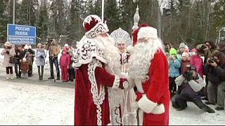 Babbi Natale al confine fra Russia e Finlandia