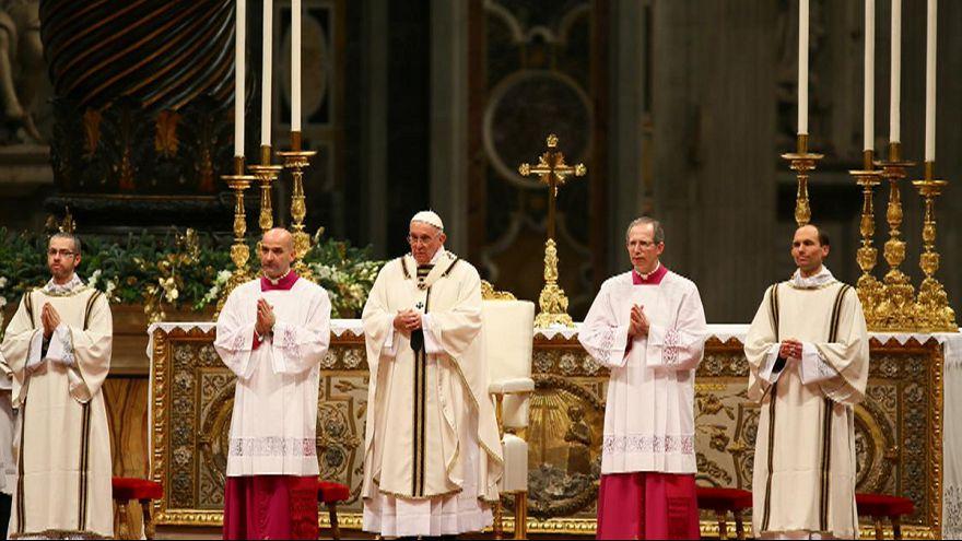 پاپ در شب کریسمس: جهان بوقت خشونت نیازمند عطوفت است