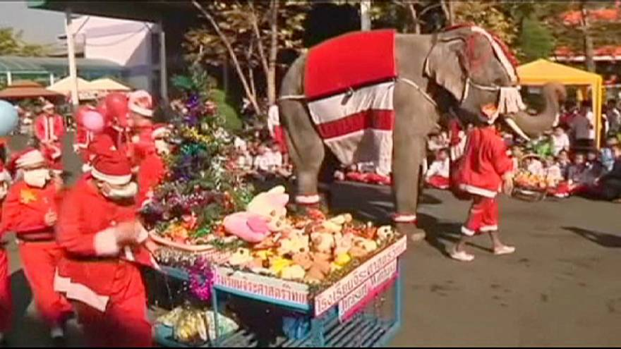 Elephants give Christmas joy to Thai children