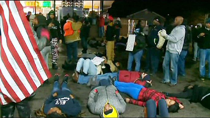 احتجاجات منددة بمقتل شاب أسود على يد شرطي أبيض في الولايات المتحدة