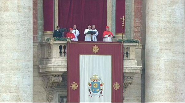 Рождество: Папа римский пожелал миру избавления от страданий