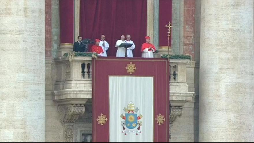 """Papstsegen """"Urbi et Orbi"""" vor Zehntausenden am Petersplatz"""