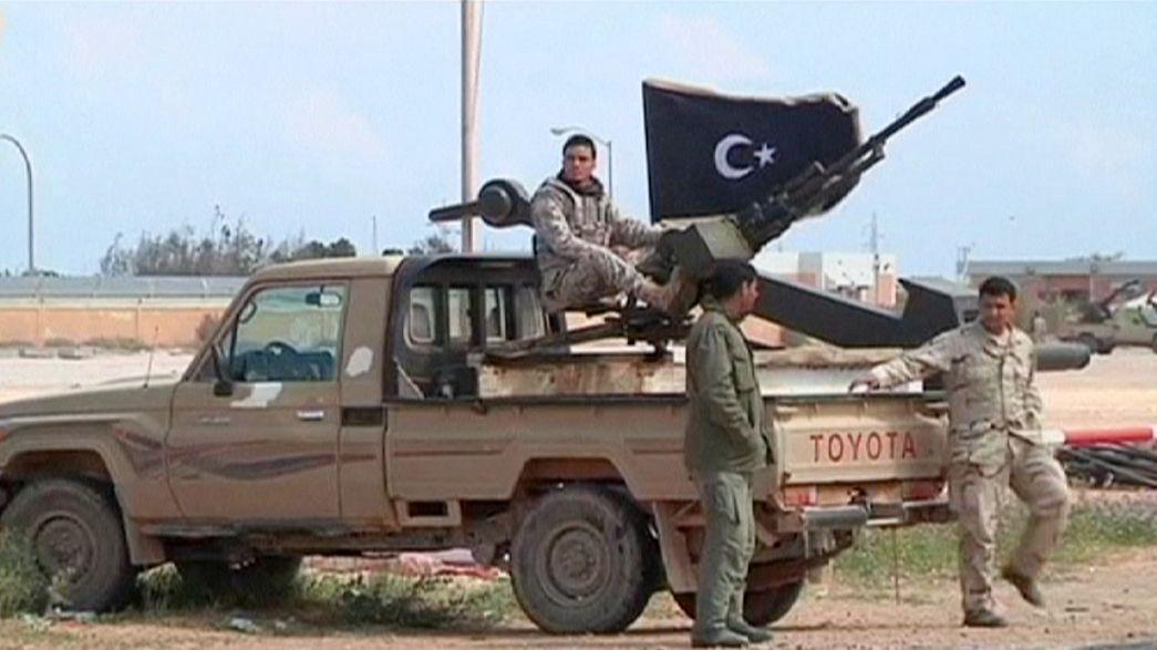 Líbia: róquete atinge reservatório petrolífero