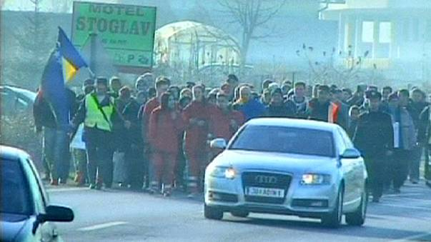 Bosnians 'protest' march to EU border looking for new jobs
