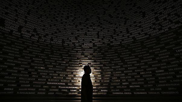 A tíz évvel ezelőtti szökőár áldozataira emlékeznek