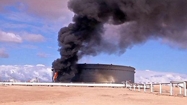 Libya'da petrol limanına roketli saldırı