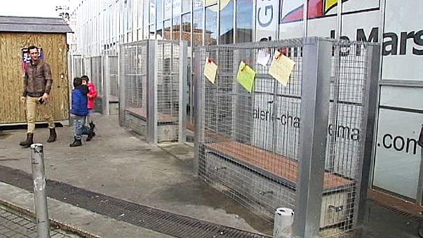 في فرنسا مقاعد عامة تُسيَّج لإبعاد المشرَّدين والمدمنين على الكحول عنها