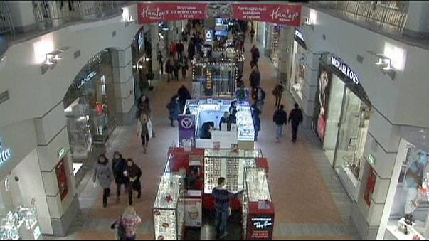 Russian shoppers improvise as crisis hits holiday period