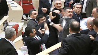 Tömegverekedés tört ki a grúz parlamentben