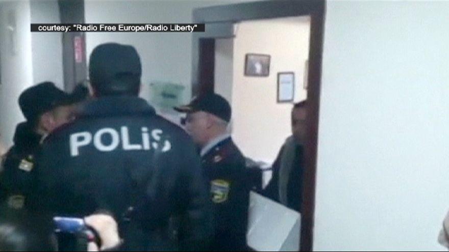 أذربيجان: الشرطة تقتحم مكتب إذاعة أوربا الحرة
