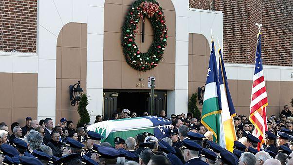 خاکسپاری یکی از دو افسر آمریکایی به قتل رسیده در نیویورک