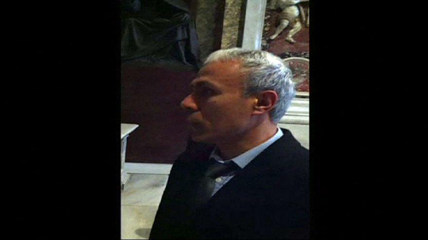 Ali Agca in Vaticano sulla tomba di Wojtyla. Ora sarà espulso perchè irregolare