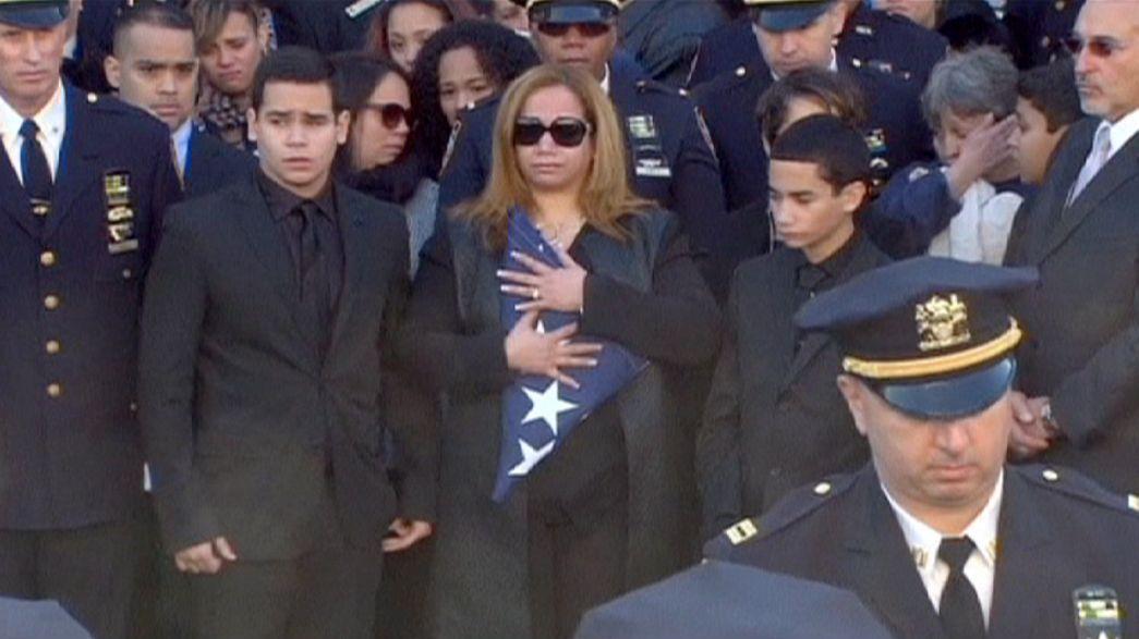 New York'ta öldürülen polisin cenazesine binlerce kişi katıldı
