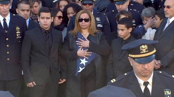 Police officers turn backs on New York mayor during Ramos funeral