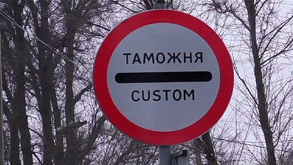 توقف حركة التنقل البري بين اوكرانيا وشبه جزيرة القرم بشكل شبه كامل