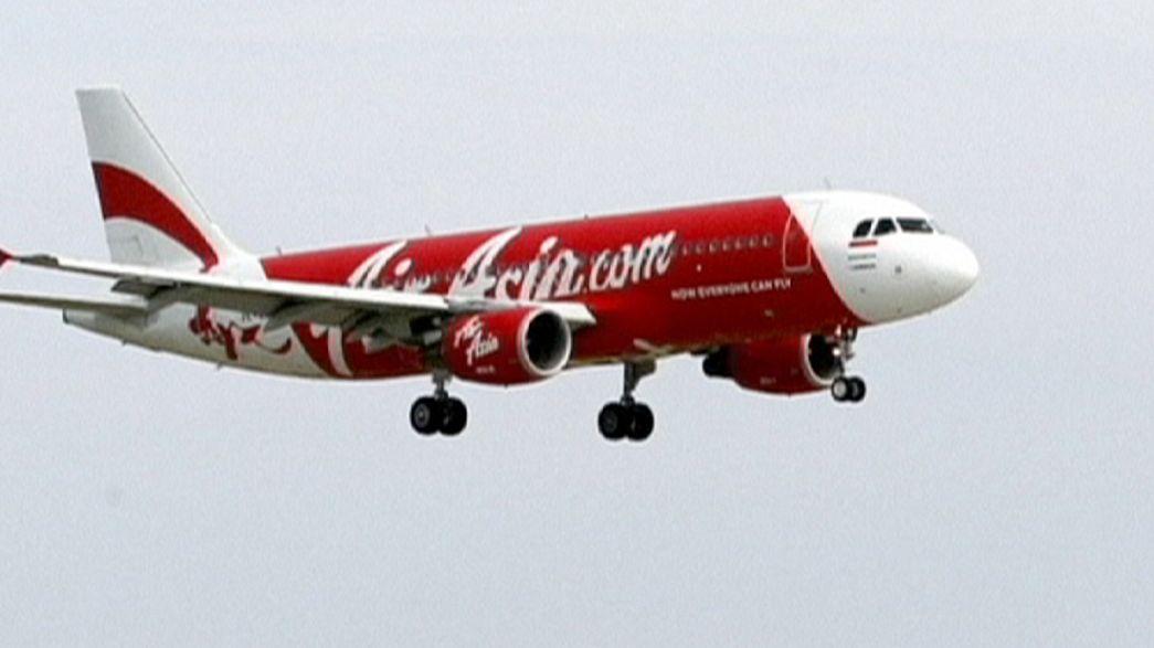 Um avião da AirAsia que fazia o voo Indonésia-Singapura está desaparecido